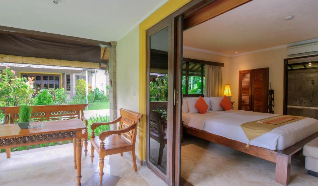 Lumbung-Deluxe-Double-Room-With-Extra-Bed-9-min