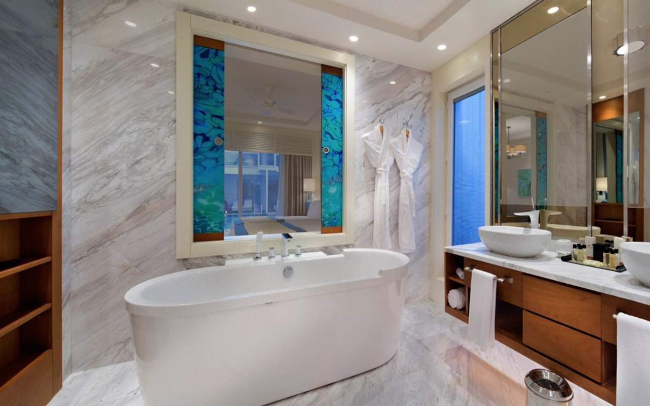 Luxary-Pool-Suite-min