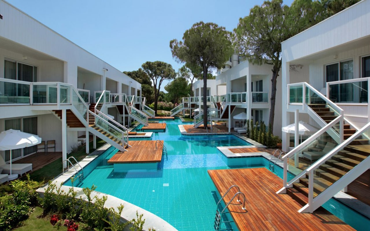Luxary-Pool-Suite6-min