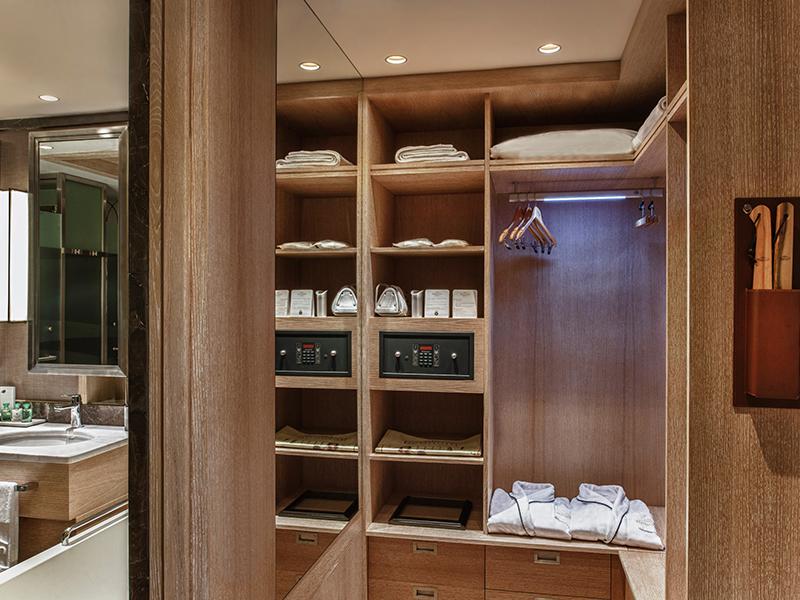 Luxury Room Changing Room