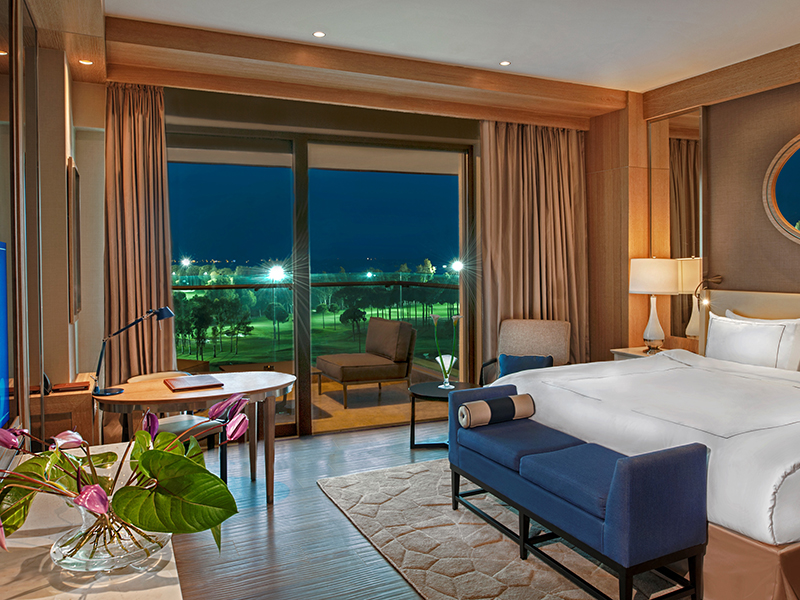 Luxury Room Golf View by night