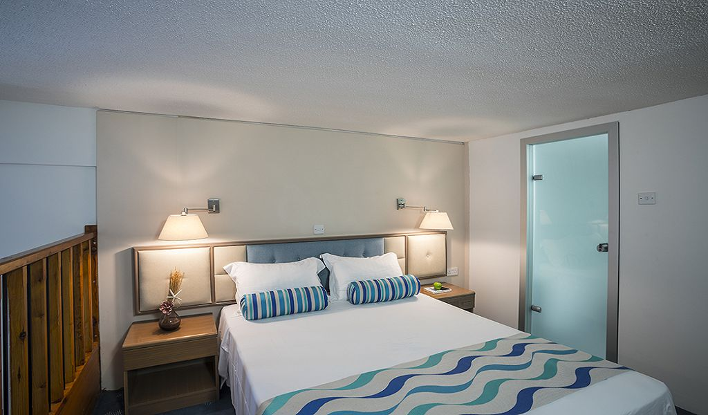 Mezzanine-Family-Room-Upstairs-Bedroom-4