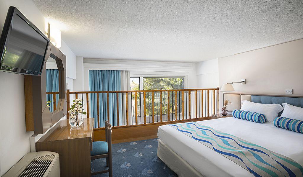 Mezzanine-Family-room-1st-Floor-Bedroom