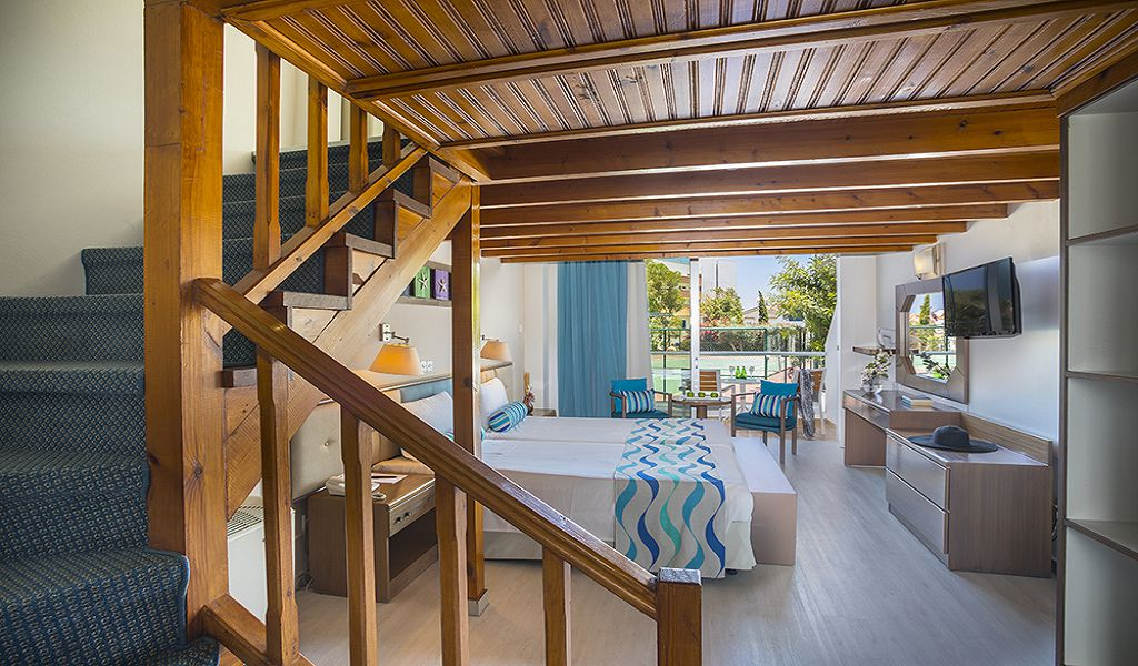 Mezzanine-Family-room-downstairs-bedroom-4