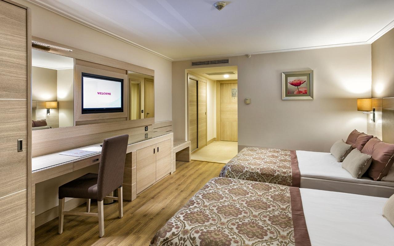 Miracle Resort Hotel (78)