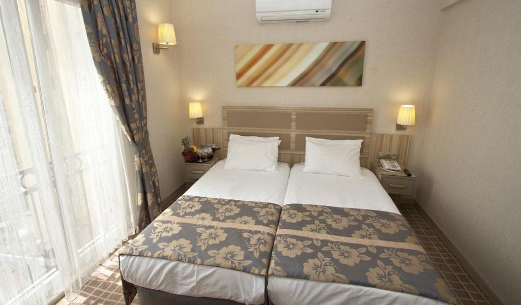 Nanda Hotel (2)