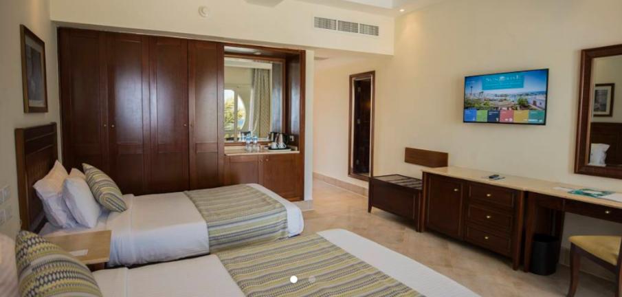 Non-renovated room2