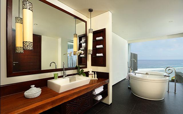 Ocean Front Suite4
