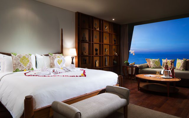 Ocean Front Suite5