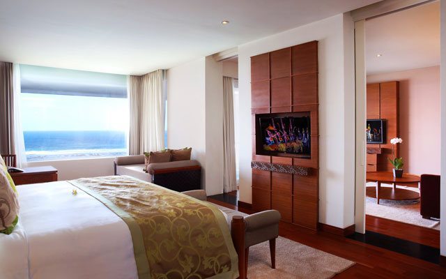 Ocean Front Suite6