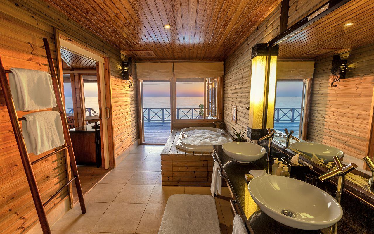 Ocean Jacuzzi Water Villa (3)