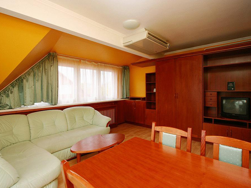 One-Bedroom Apartment (2 Adults + 2 Children)2