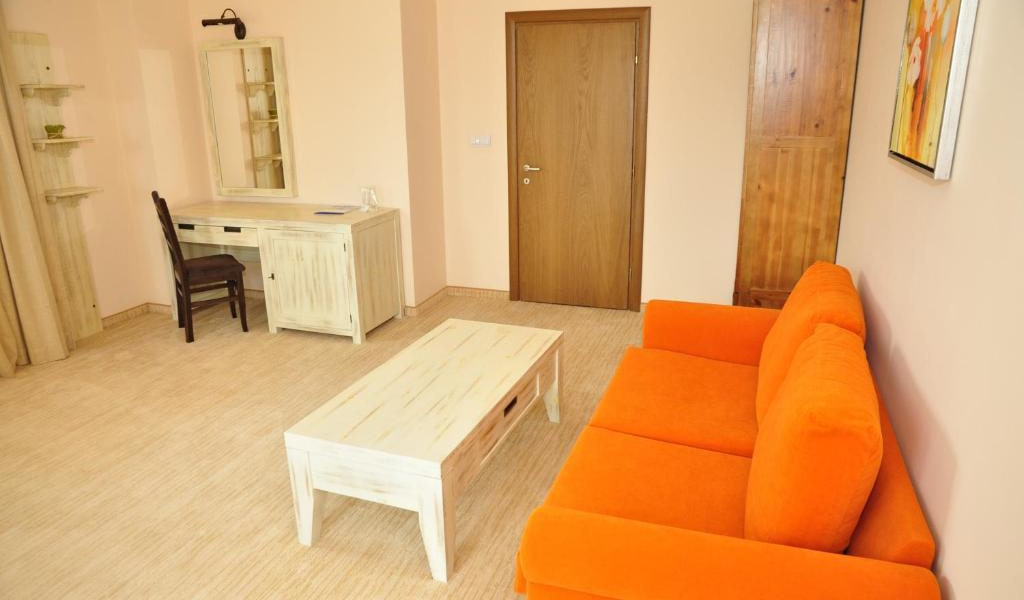 One-Bedroom-Apartment-(3-Adults-+-1-Child)-min