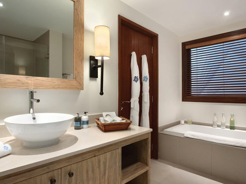 One Bedroom Hill View Suite Bathtub