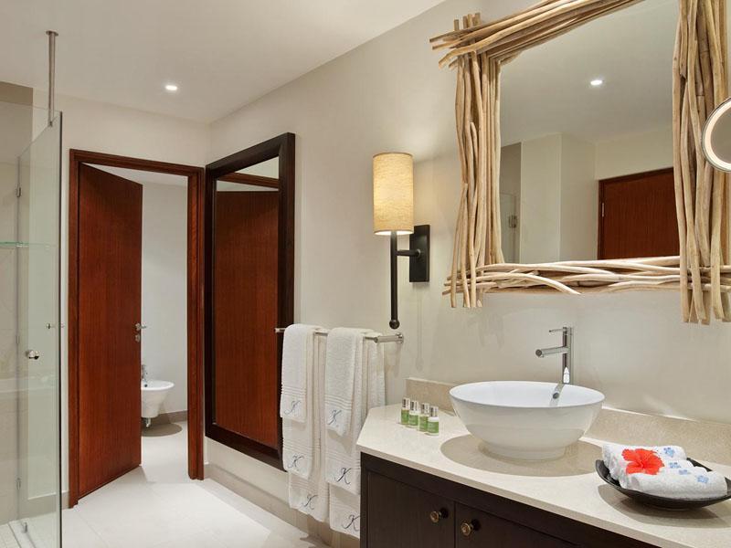 One Bedroom Sea View Garden Suite Bathroom