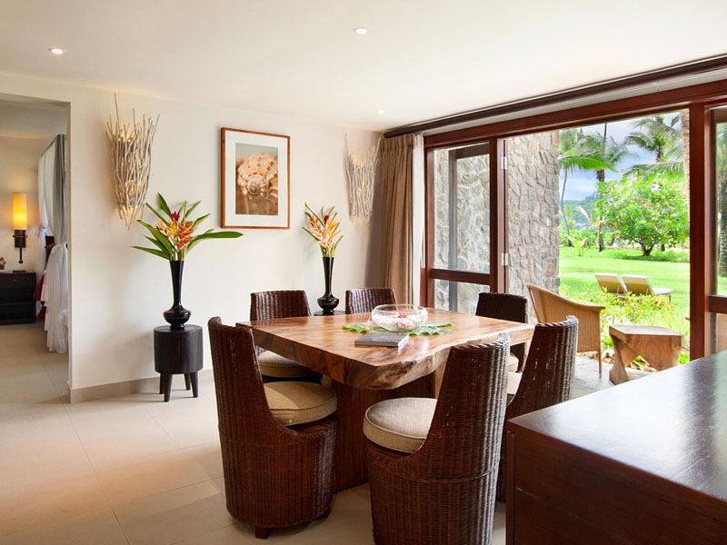 One Bedroom Sea View Garden Suite Dining Area