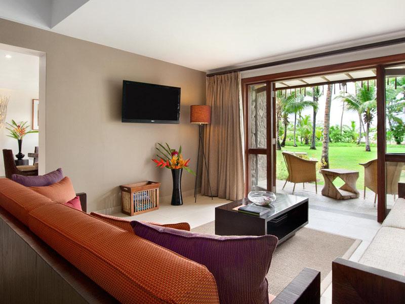 One Bedroom Sea View Garden Suite Living Area