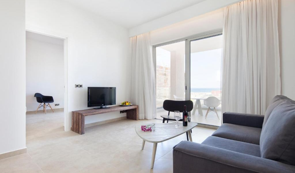 One-Bedroom-Suite-with-Sea-View-2-min
