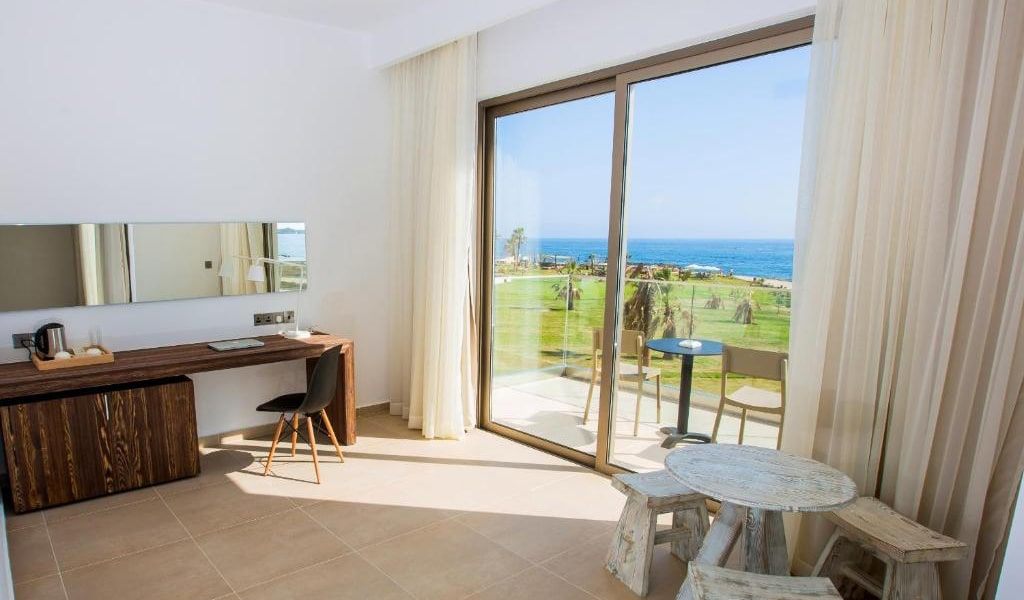 One-Bedroom-Suite-with-Sea-View-4-min