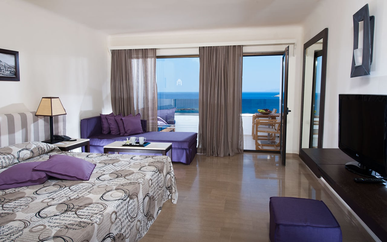 One-bedroom-Suite-upper-deck-sea-view-min