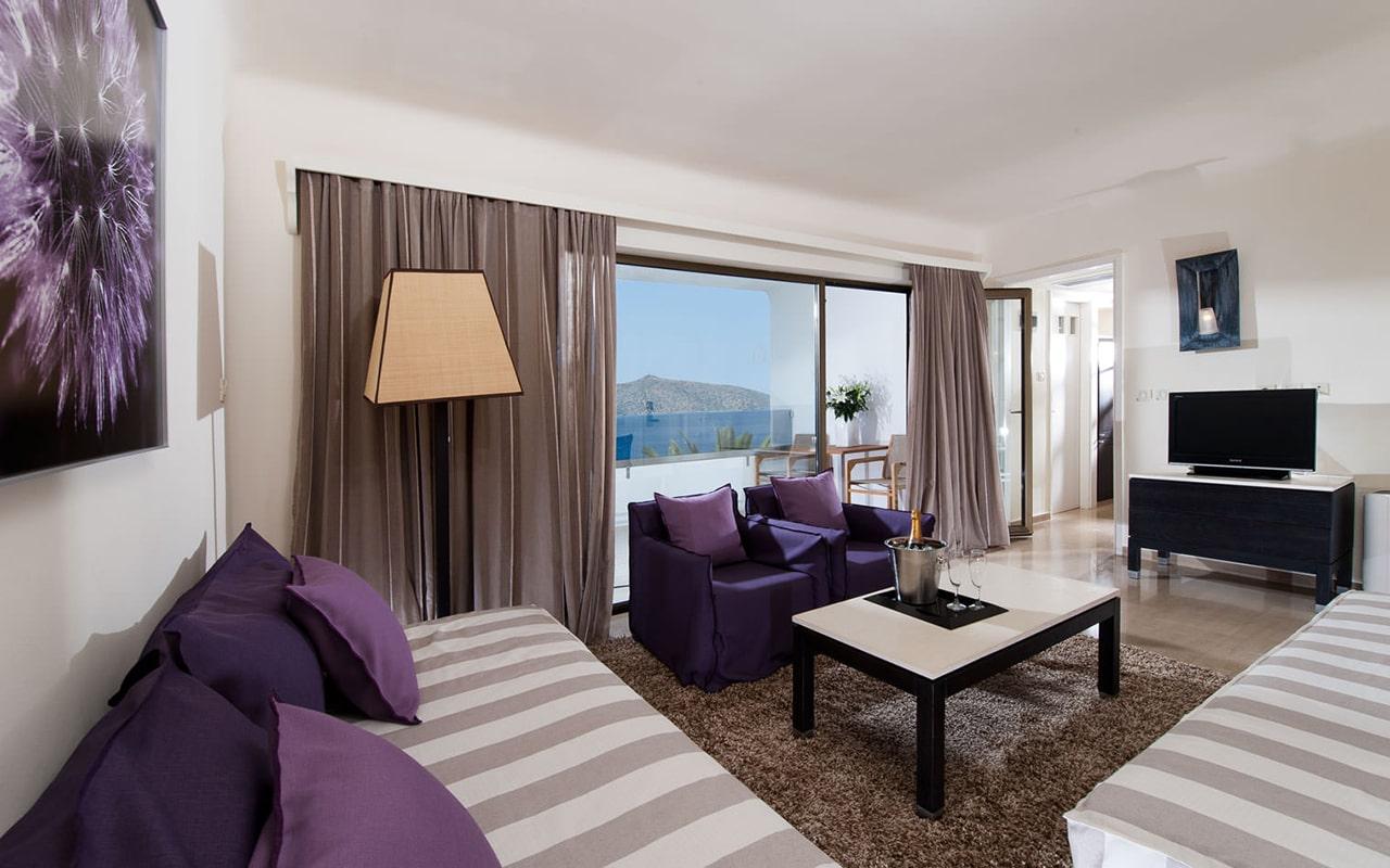One-bedroom-Suite-upper-deck-sea-view2-min
