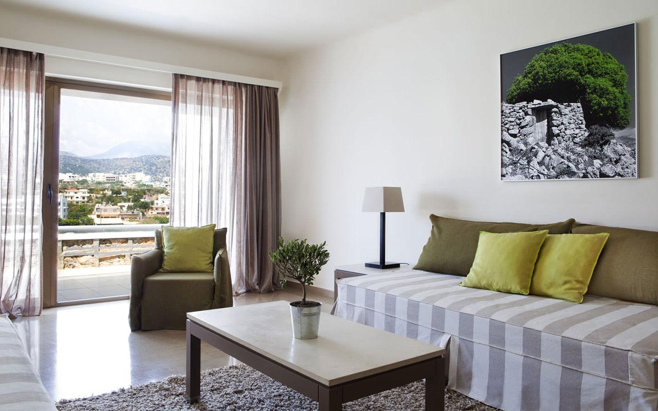One-bedroom-Suite-upper-deck-sea-view3-min