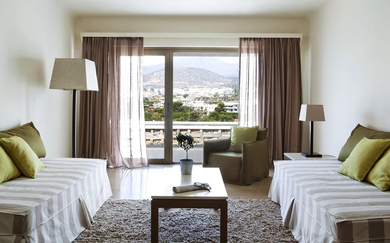One-bedroom-Suite-upper-deck-sea-view4-min