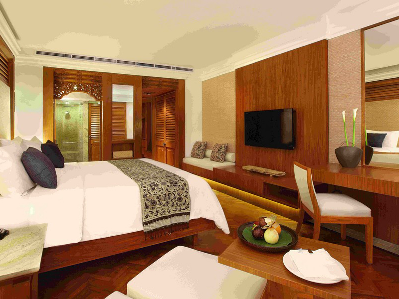Palace Club Room2