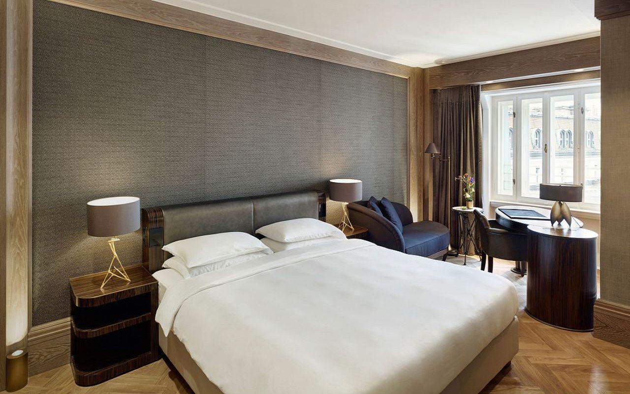 Park-Hyatt-Vienna-P420-Bed.16x9.adapt.1280.720