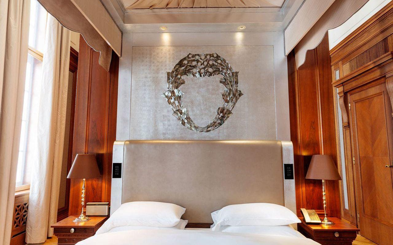 Park-Hyatt-Vienna-P677-Presidential-Suite-Bedroom-Bed.16x9.adapt.1280.720