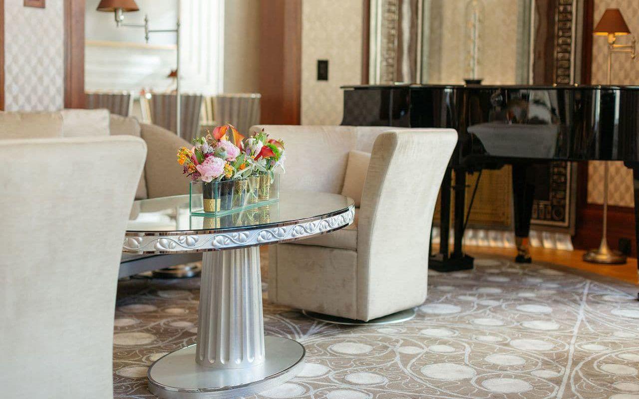 Park-Hyatt-Vienna-P682-Presidential-Suite-Sofa.16x9.adapt.1280.720