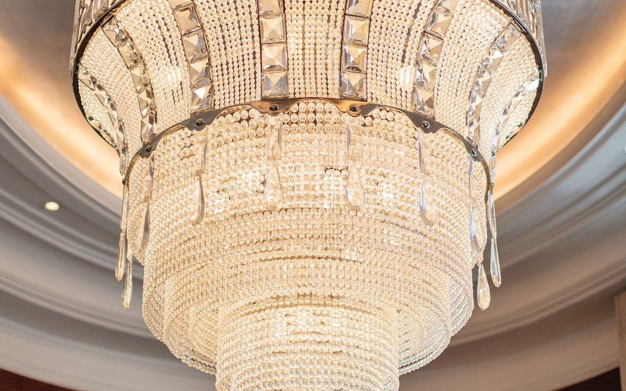 Park-Hyatt-Vienna-P685-Presidential-Suite-Chandelier.16x9.adapt.1280.720