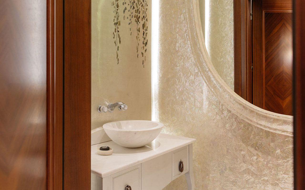 Park-Hyatt-Vienna-P688-Presidential-Suite-Guest-Bathroom.16x9.adapt.1280.720