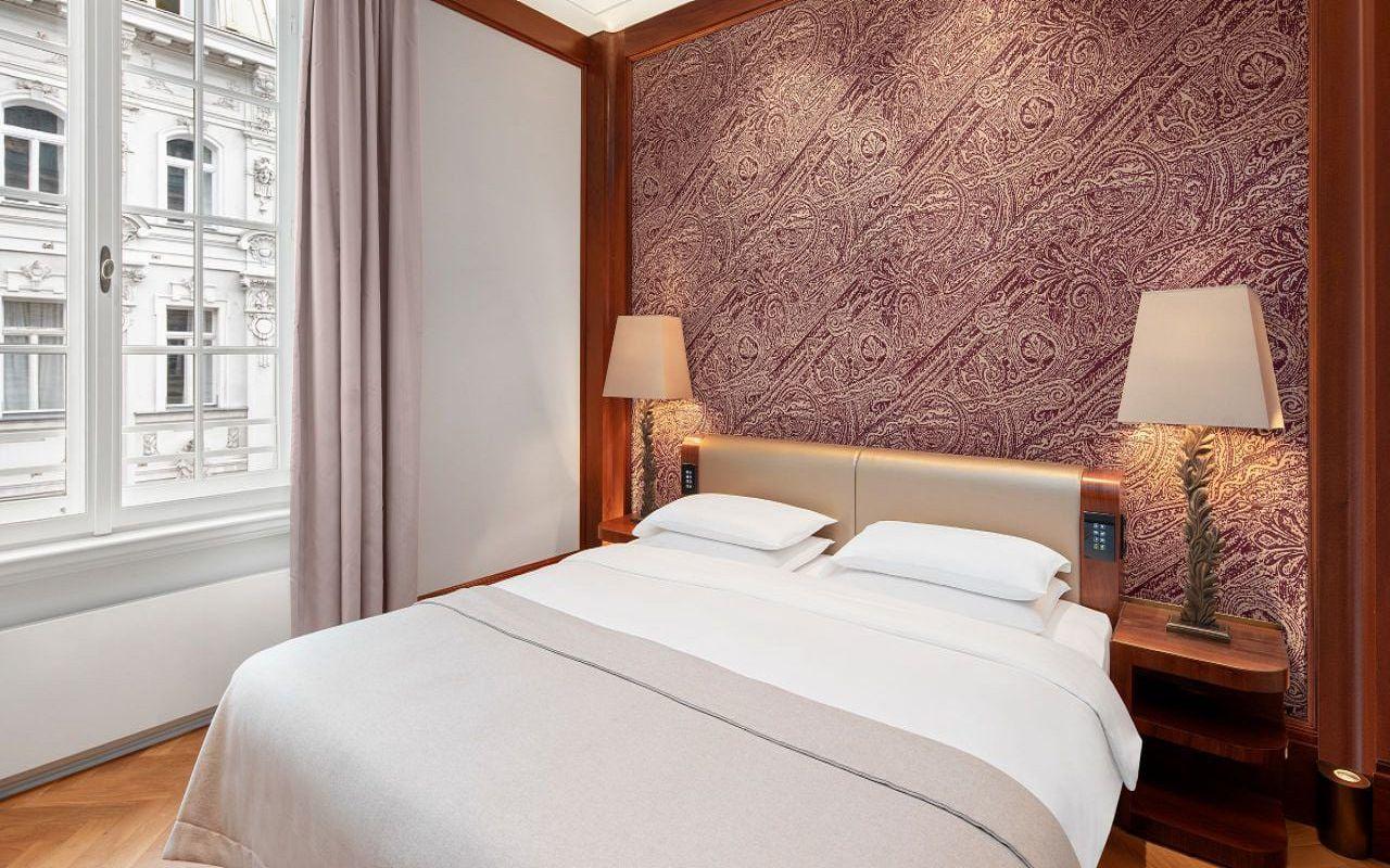 Park-Hyatt-Vienna-P820-Park-Suite-Bedroom.16x9.adapt.1280.720
