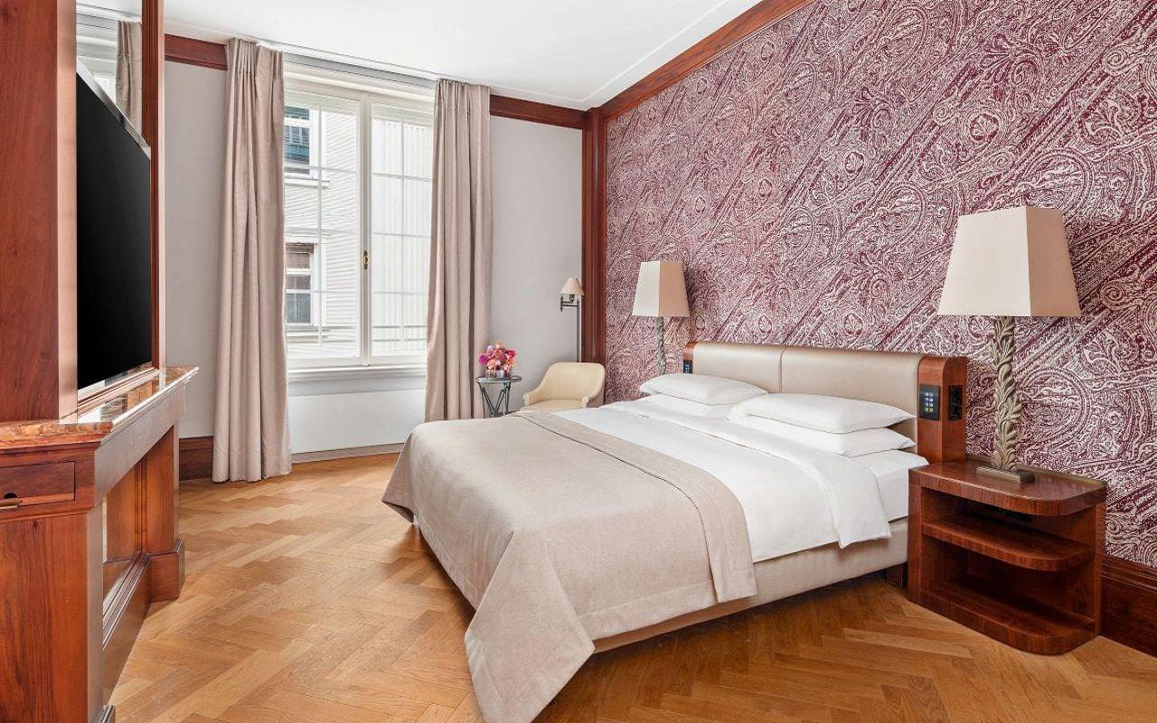 Park-Hyatt-Vienna-P824-Park-Suite-Deluxe-Bedroom.16x9.adapt.1280.720