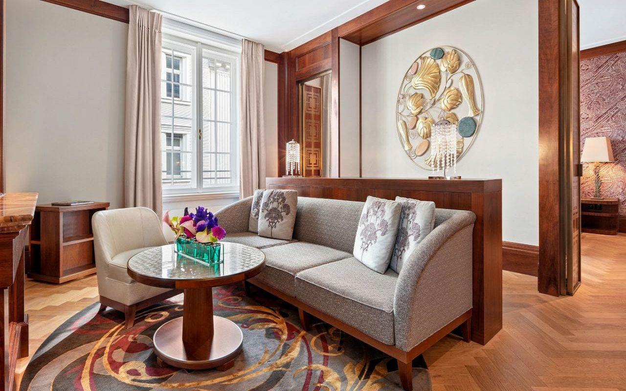 Park-Hyatt-Vienna-P825-Park-Suite-Deluxe-Living-Room.16x9.adapt.1280.720