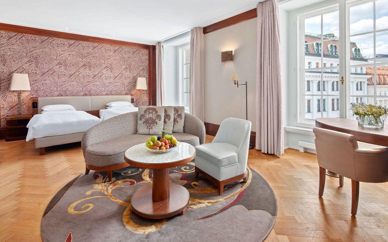 Park-Hyatt-Vienna-P829-Junior-Suite-Twin-Bed.16x9.adapt.1280.720
