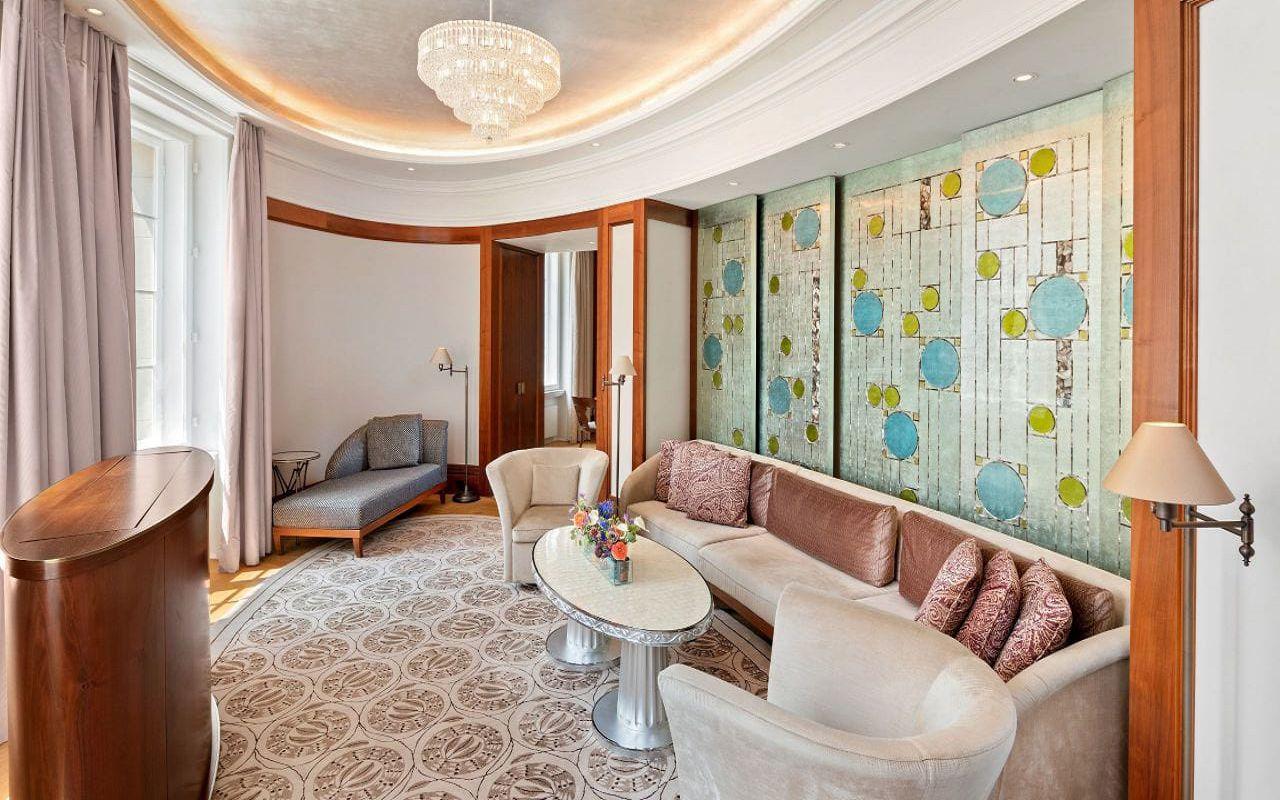 Park-Hyatt-Vienna-P836-Diplomat-Suite-Living-Room.16x9.adapt.1280.720