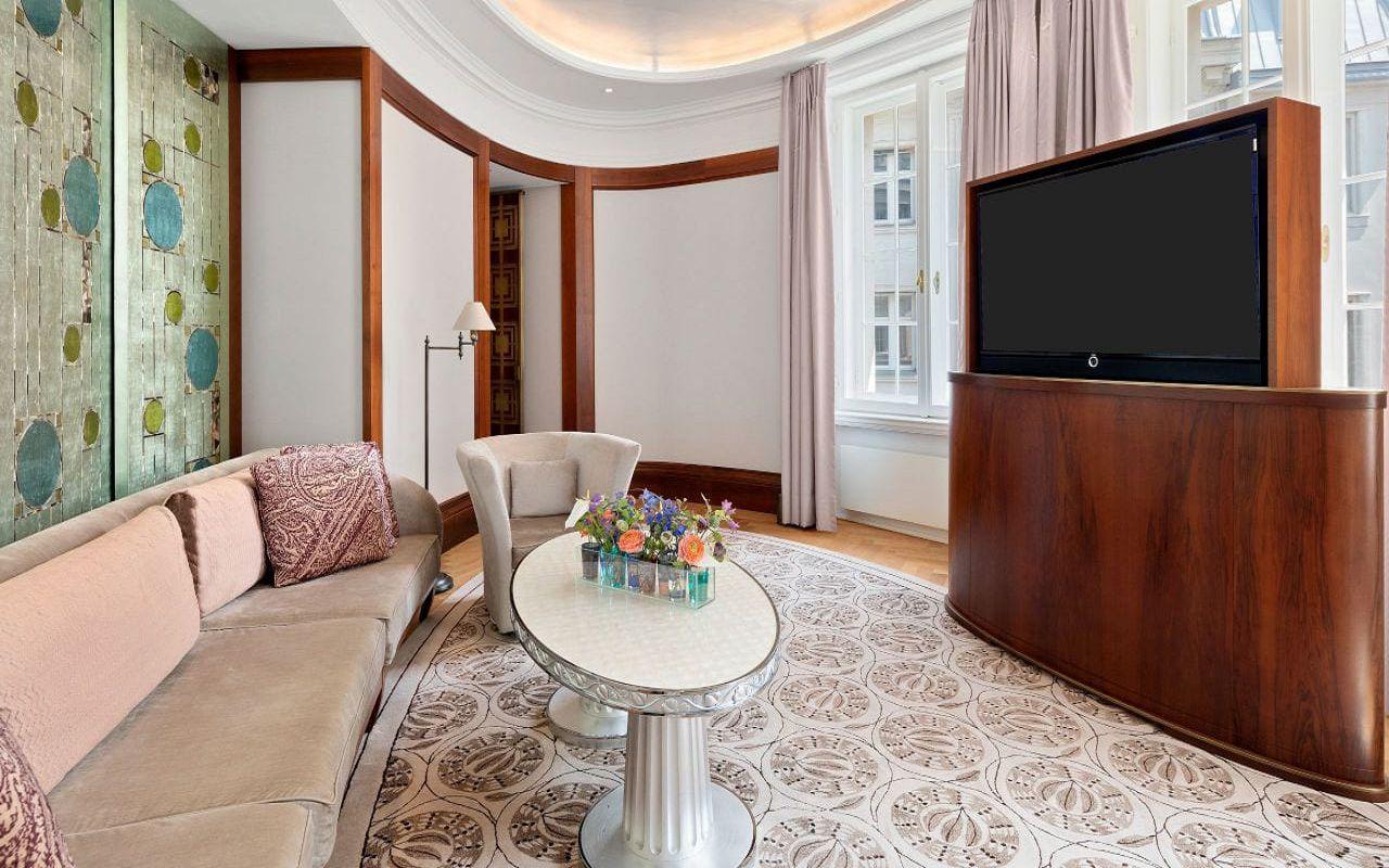 Park-Hyatt-Vienna-P837-Diplomat-Suite-Living-Room.16x9.adapt.1280.720