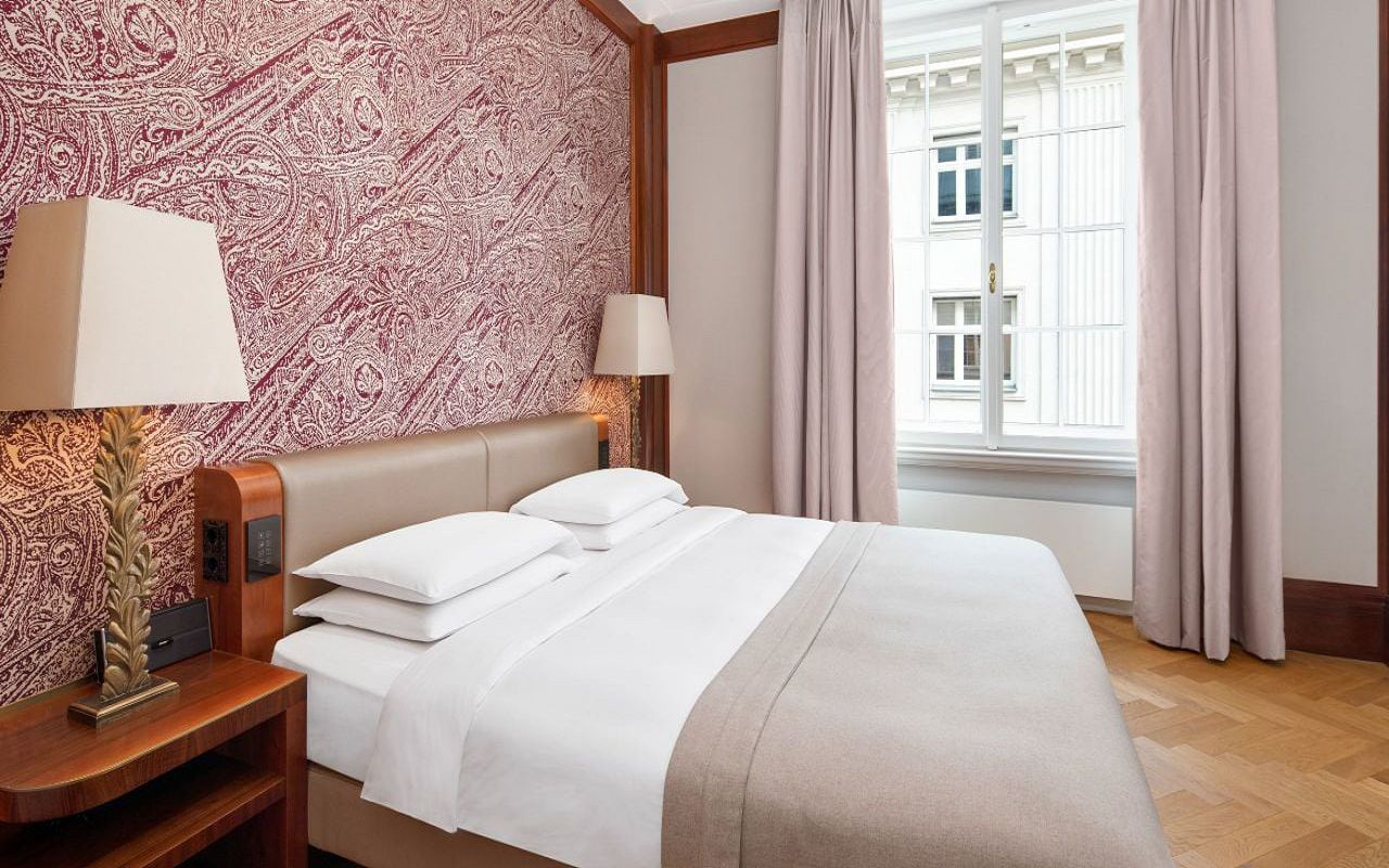 Park-Hyatt-Vienna-P841-Diplomat-Suite-Bedroom.16x9.adapt.1280.720
