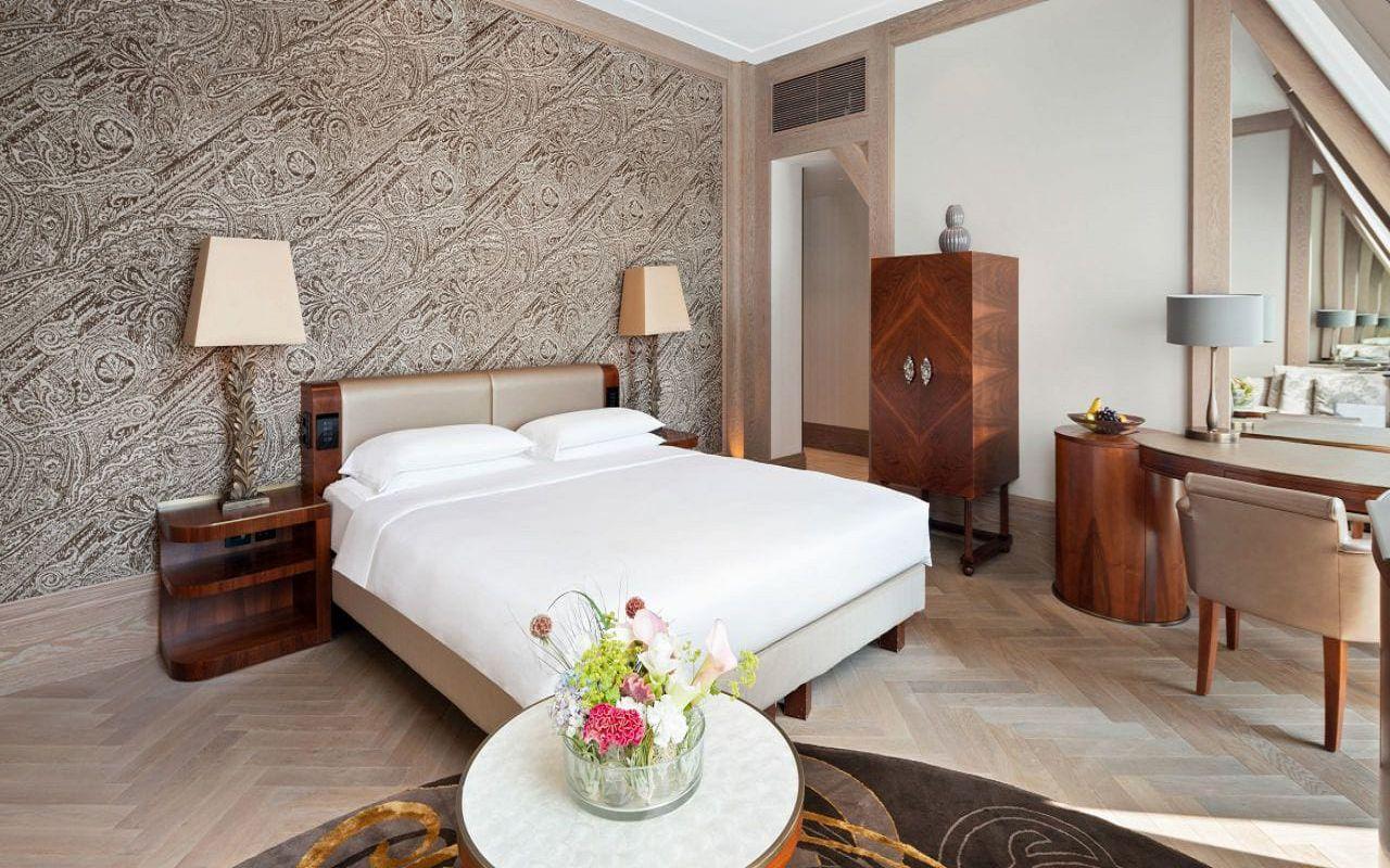 Park-Hyatt-Vienna-P849-King-Deluxe-Bedroom.16x9.adapt.1280.720