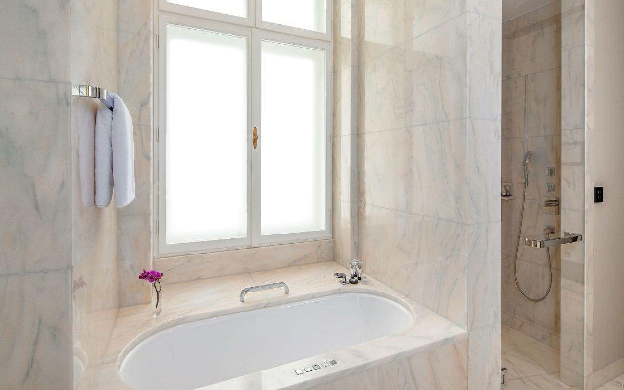 Park-Hyatt-Vienna-P857-King-Deluxe-Bathroom.16x9.adapt.1280.720