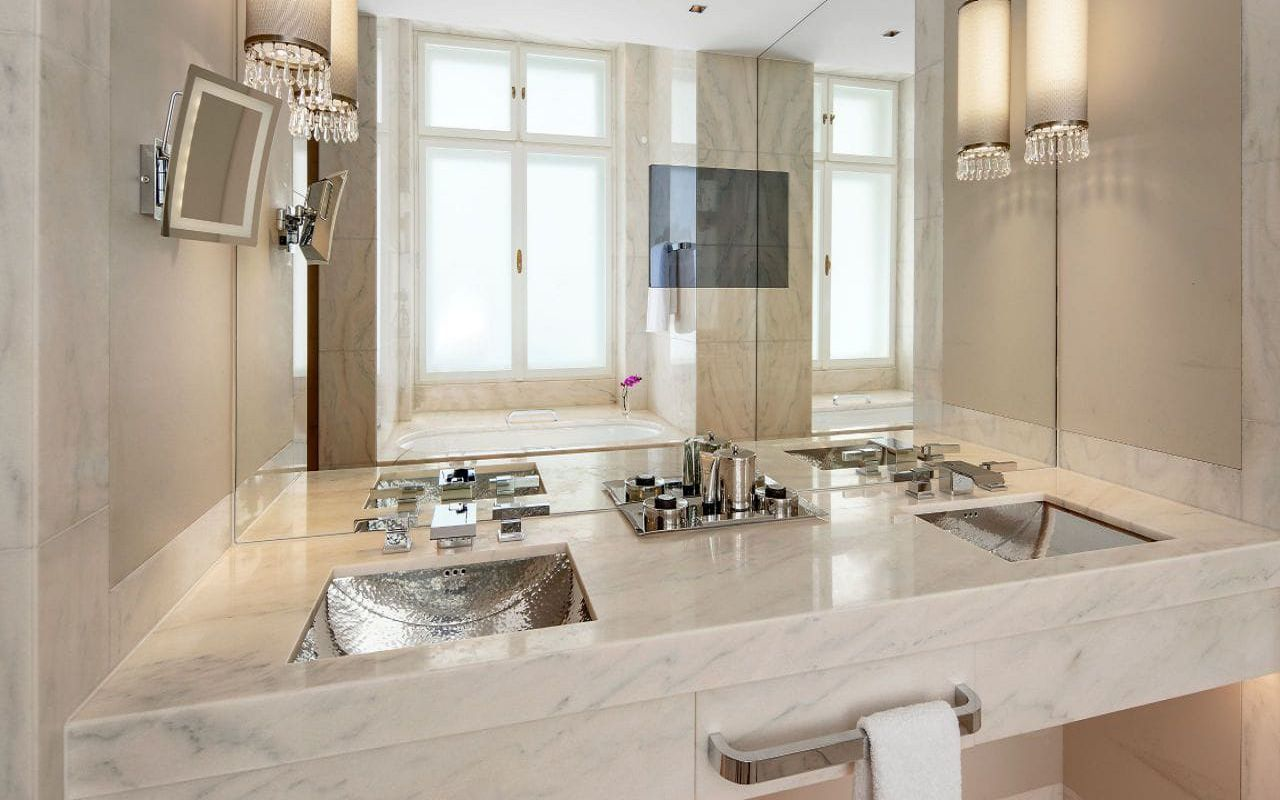 Park-Hyatt-Vienna-P858-King-Deluxe-Bathroom.16x9.adapt.1280.720