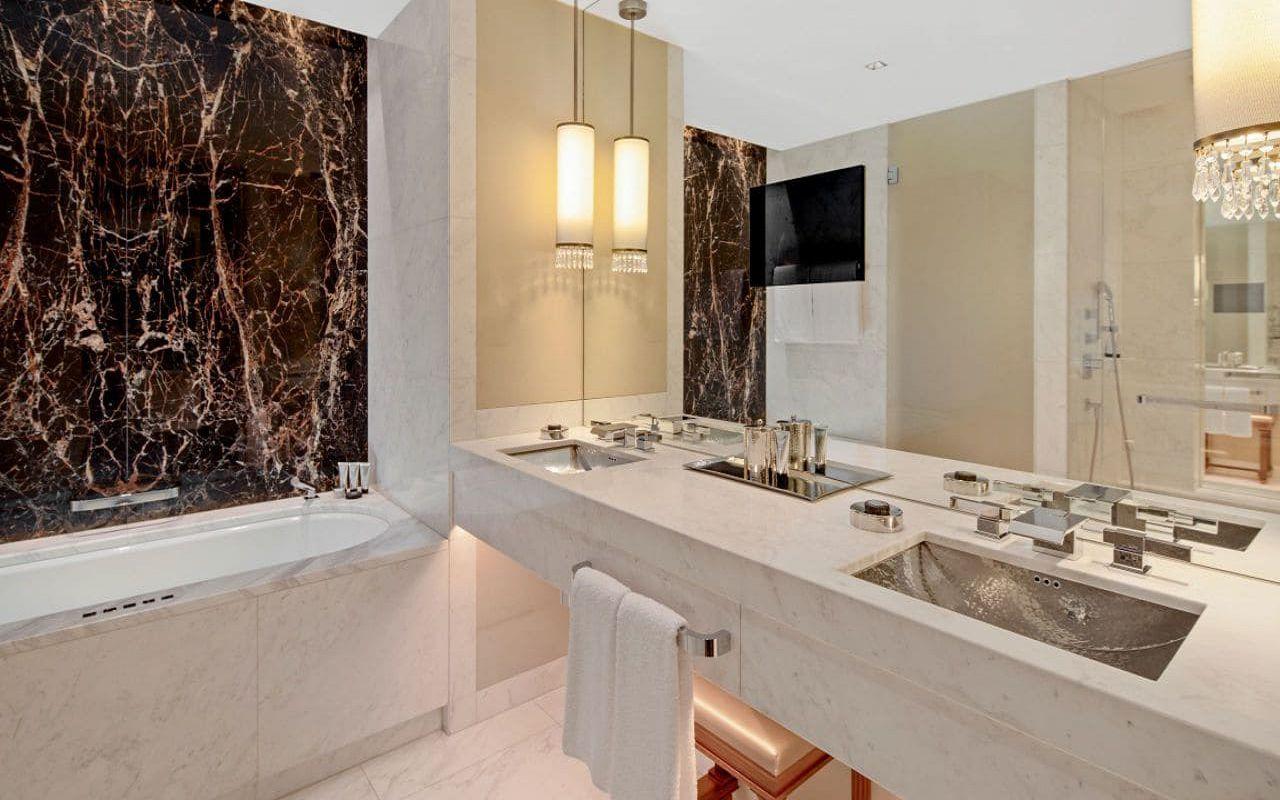 Park-Hyatt-Vienna-P859-King-Deluxe-Bathroom.16x9.adapt.1280.720