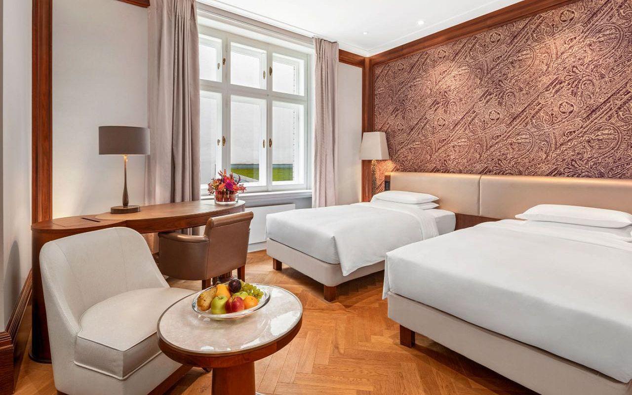 Park-Hyatt-Vienna-P862-Twin-Bedroom.16x9.adapt.1280.720