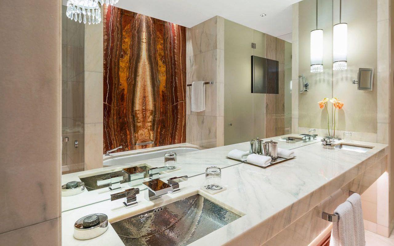 Park-Hyatt-Vienna-P868-Twin-Deluxe-Bathroom.16x9.adapt.1280.720