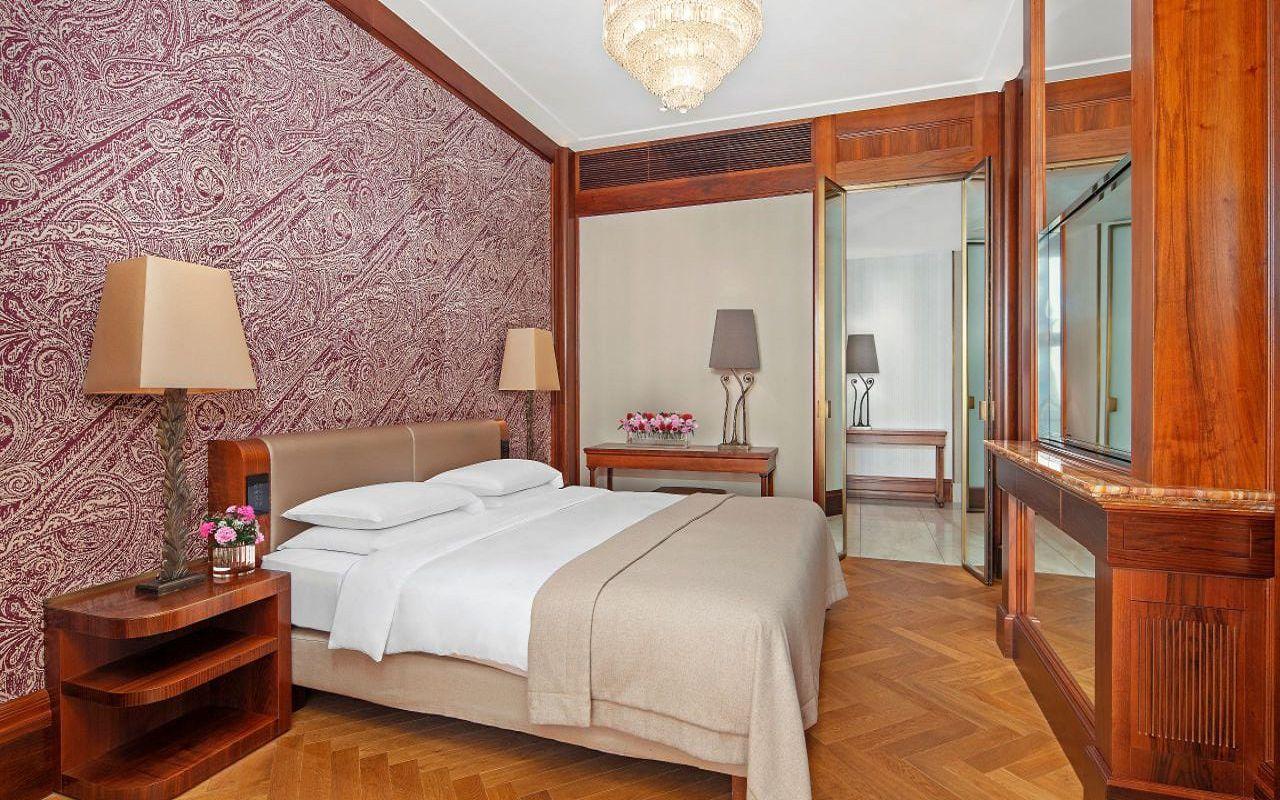 Park-Hyatt-Vienna-P875-Ambassador-Suite-Bedroom.16x9.adapt.1280.720
