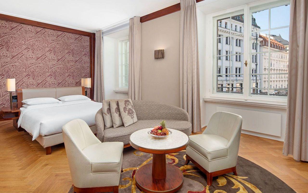 Park-Hyatt-Vienna-P880-Junior-Suite-King-Bedroom.16x9.adapt.1280.720