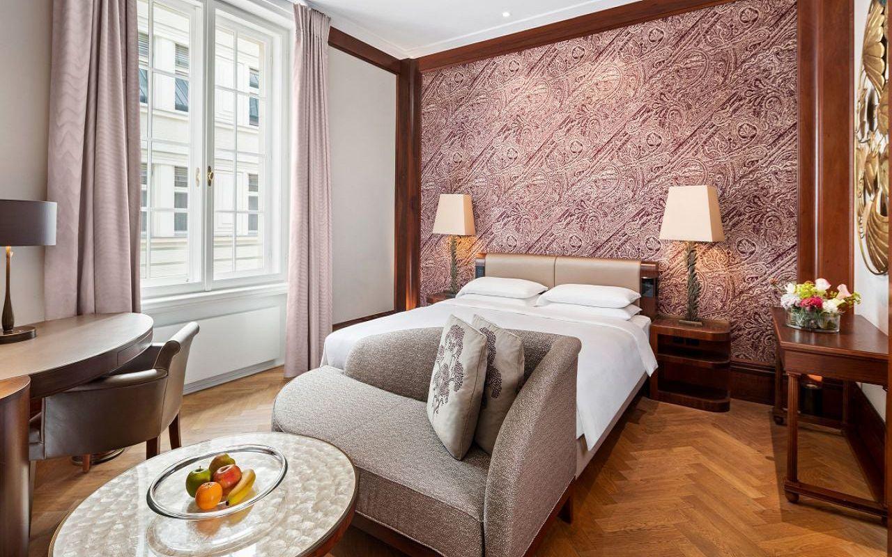 Park-Hyatt-Vienna-P883-King-Bedroom.16x9.adapt.1280.720
