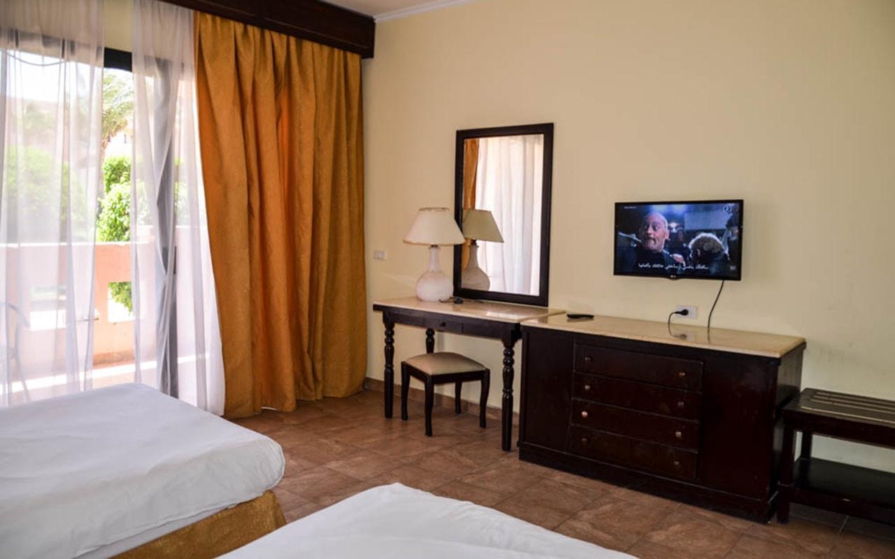 Parrotel Aqua Park Resort_familyroom_05-min